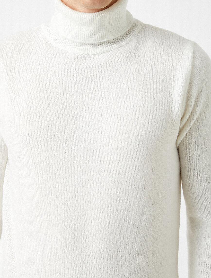 Turtleneck Sweater Basic