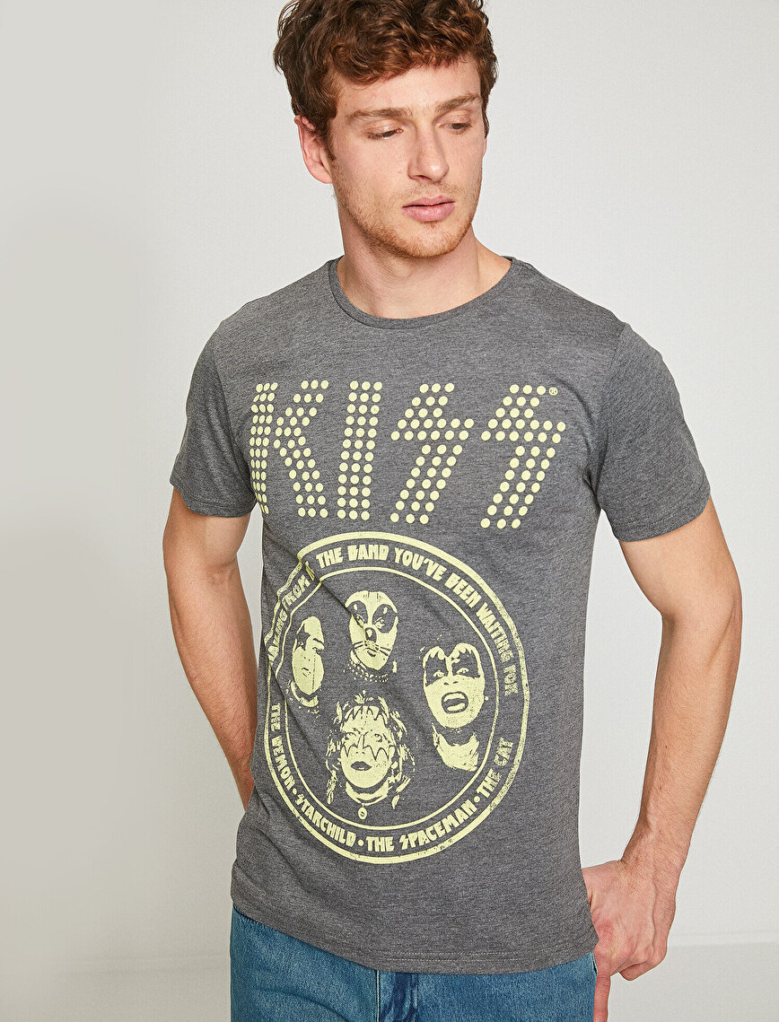 Music Licenced Kiss Printed T-Shirt
