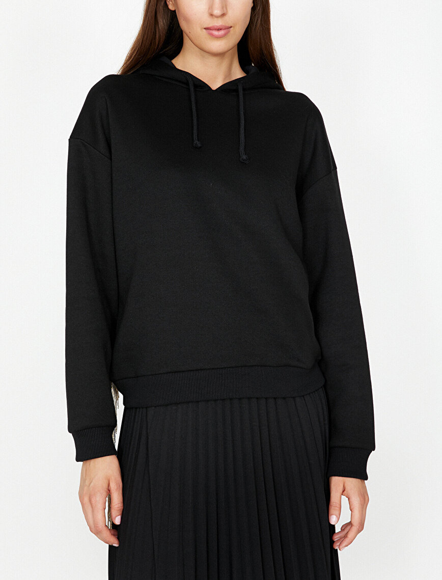 Püskül Detaylı Sweatshirt