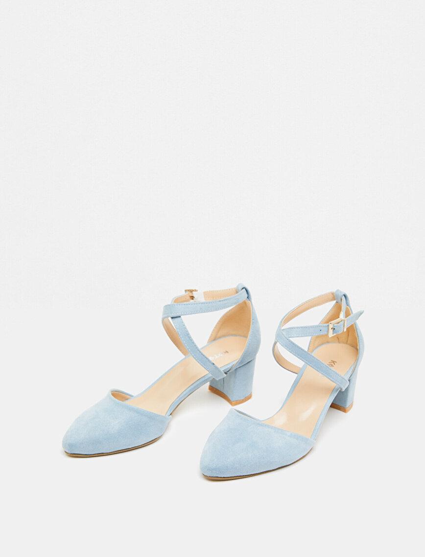 Toka Detaylı Topuklu Ayakkabı