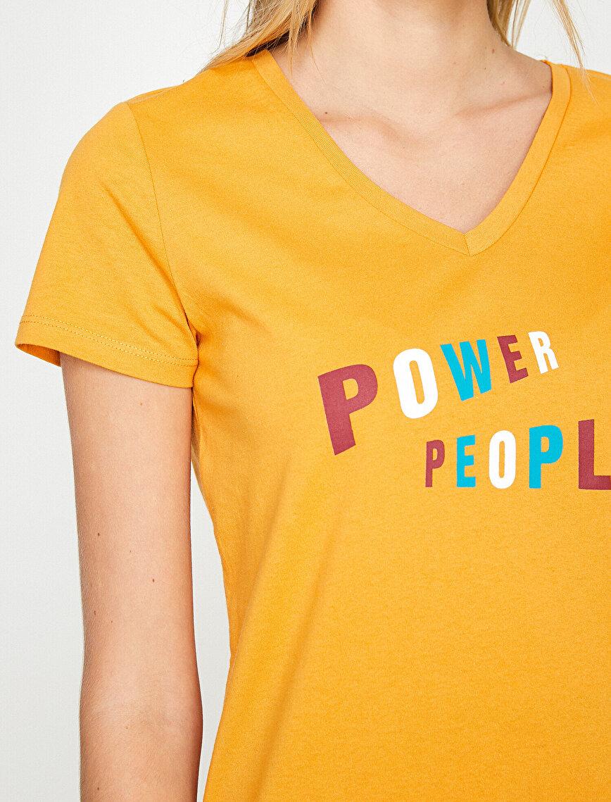 V Yaka Slogan Baskılı Kısa Kol Tişört