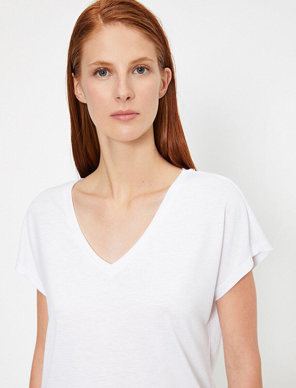 V Yaka Rahat Kalıp Basic Tişört