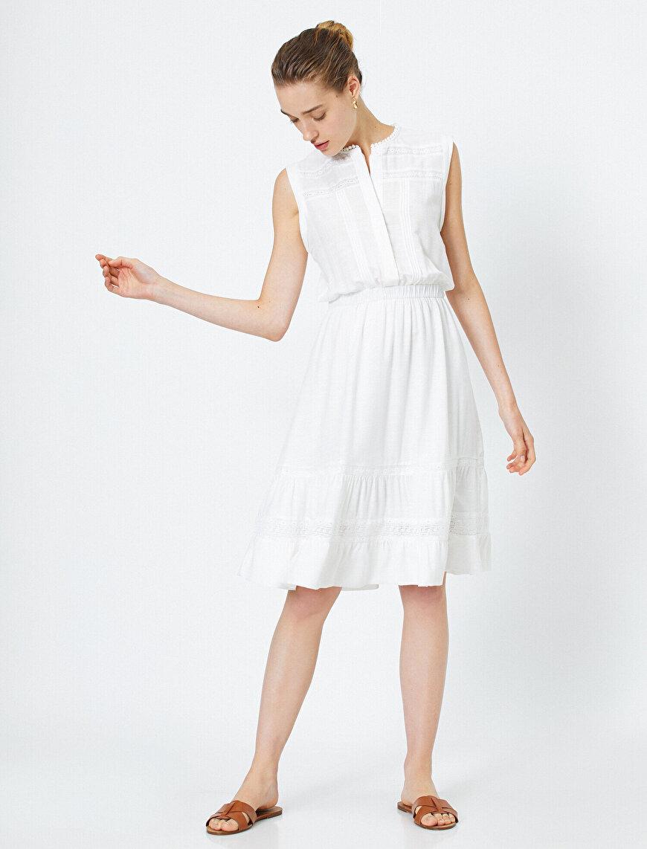 Dantel Detaylı Beyaz Elbise