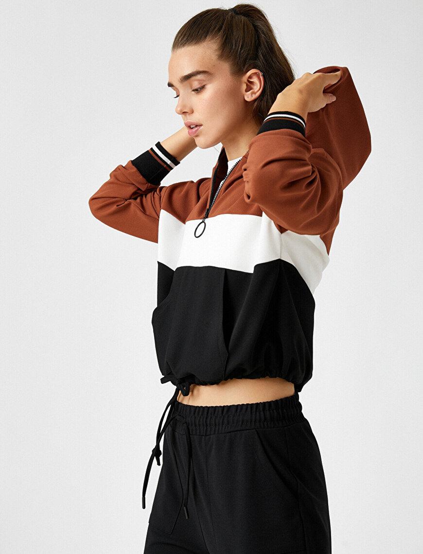 Renk Bloklu Kapüşonlu Yakası Fermuarlı Beli Bağcıklı Sweatshirt