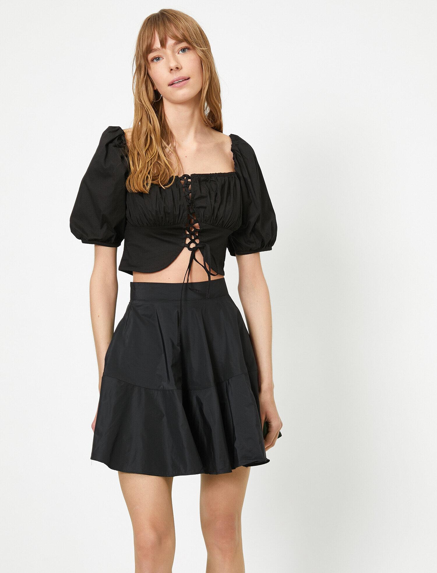 Koton Kadın Kare Yaka Bagcik Detayli Kisa Bluz