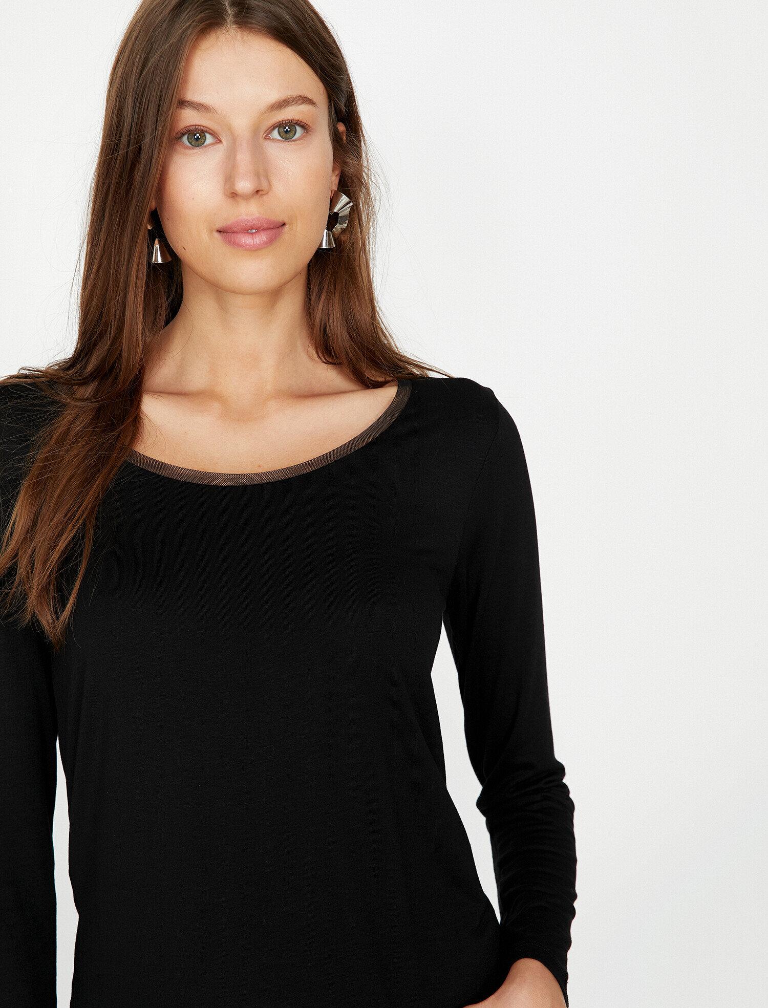 Koton Kadın Oyuk Yaka T-Shirt Siyah Ürün Resmi