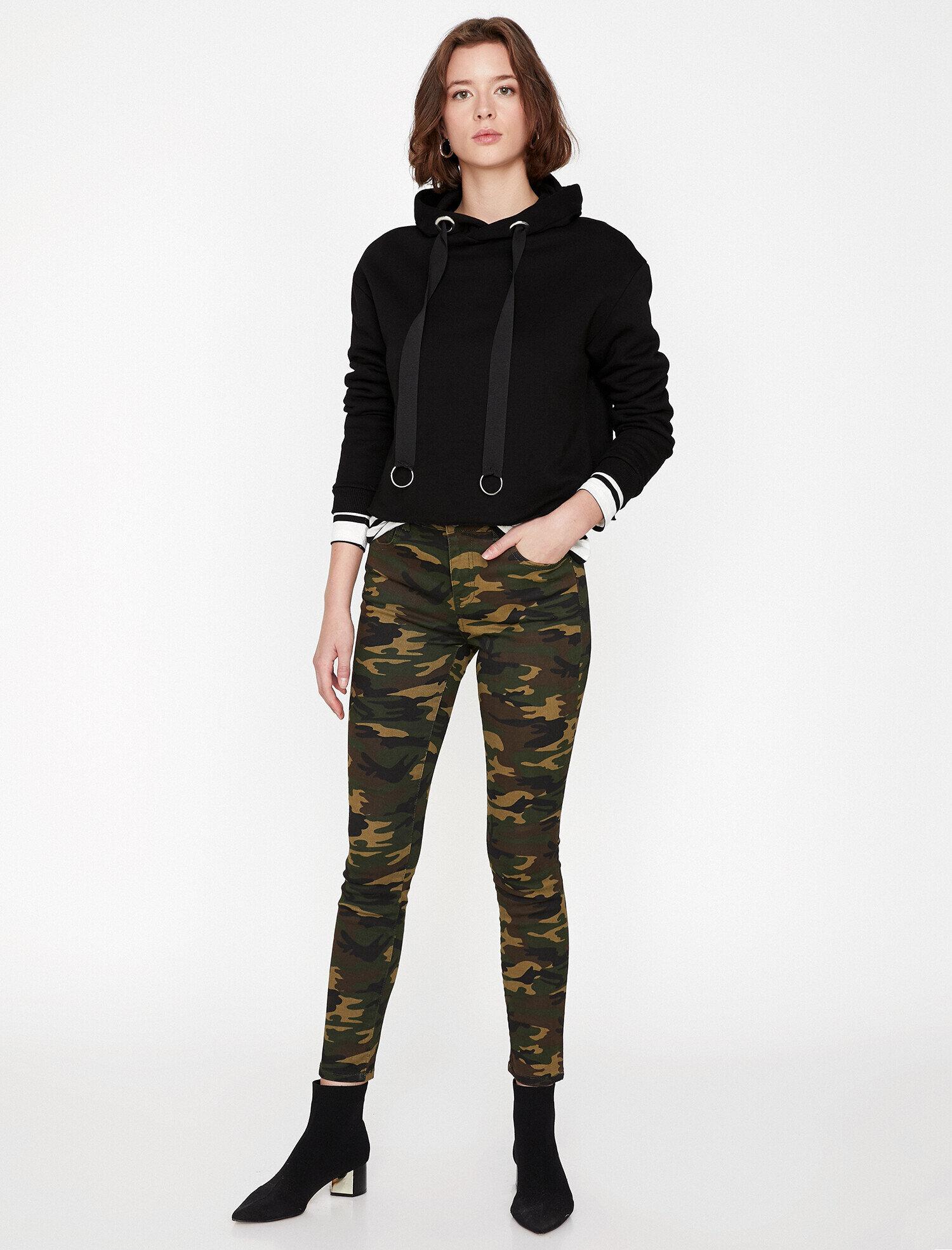 Koton Kadın Kamuflaj Desenli Pantolon Yeşil Ürün Resmi