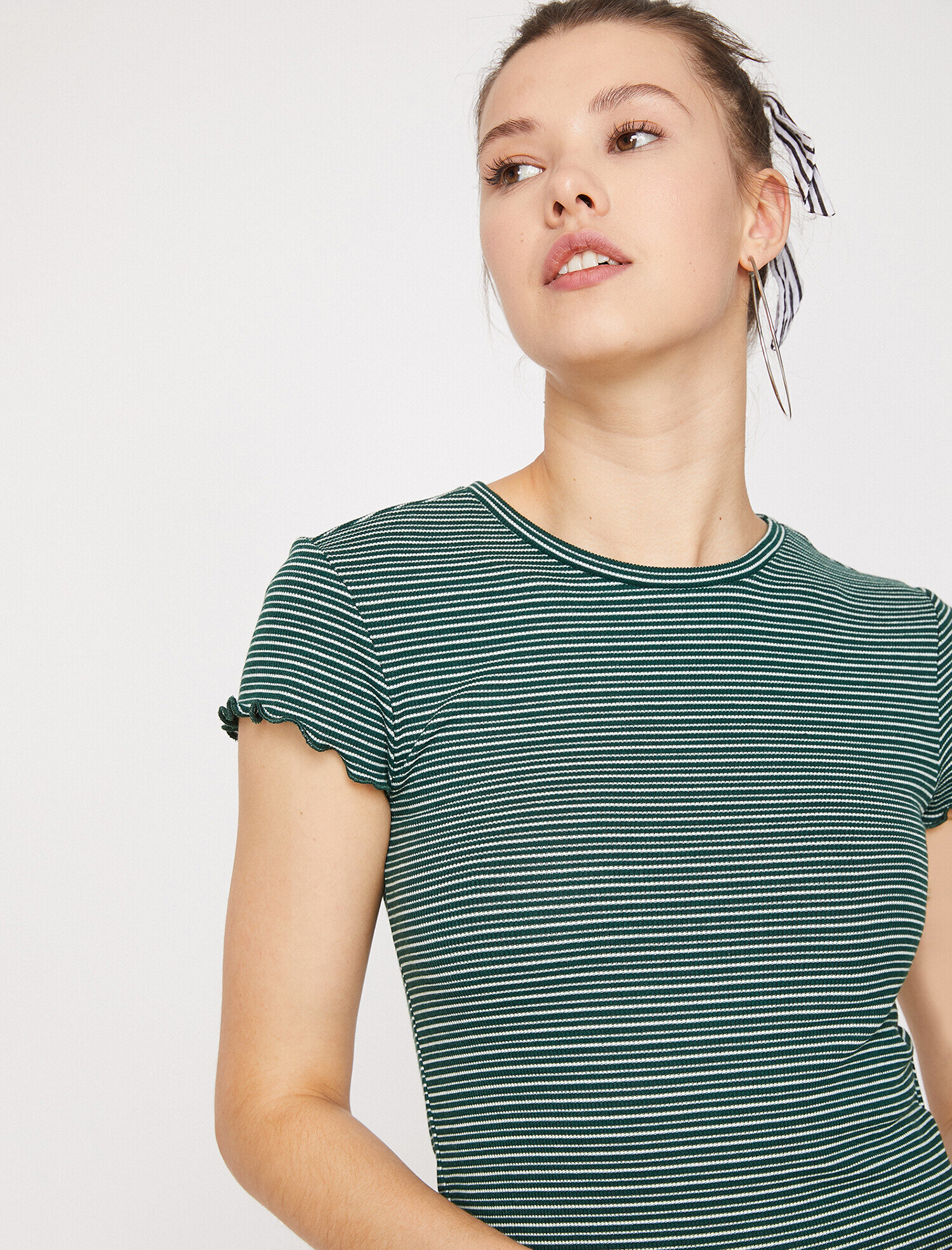 Koton Kadın Kol Detayli T-Shirt Yeşil Ürün Resmi